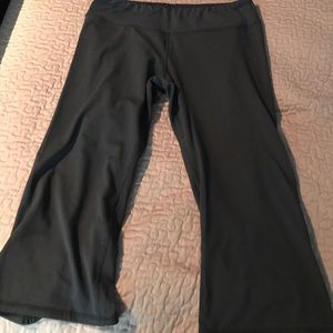 Soybu Lotus capris, size medium